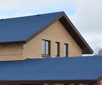 Синяя битумная черепица RoofShield в Симферополе для двухуровневой крыши