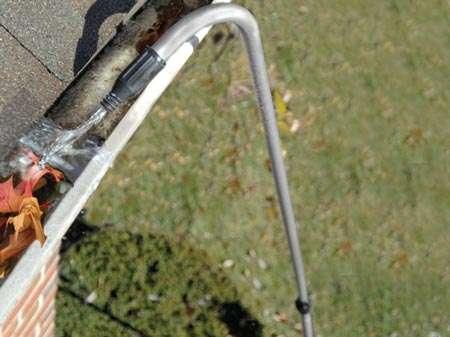 Очистка водостоков с помощью промывки