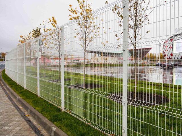 3D забор в Красноперекопске и Первомайском из оцинкованной серой сетки