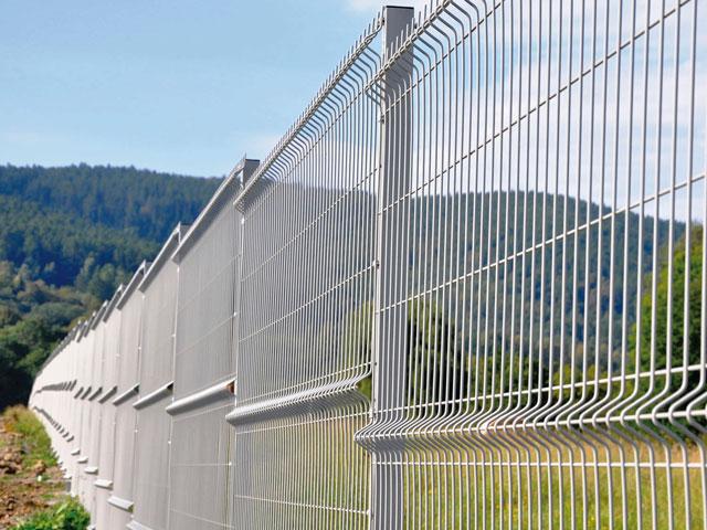 3D забор из оцинкованной сетки для ограждения дачи в Белогорске и Судаке