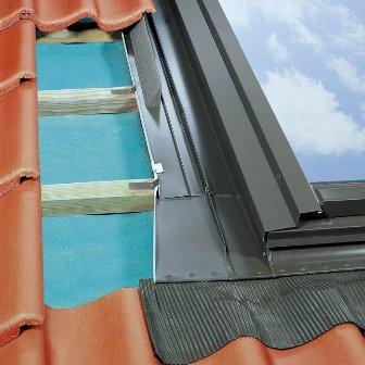 монтаж мансардного окна в Судаке