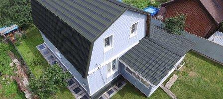 Ондулин на крыше дома в Феодосии