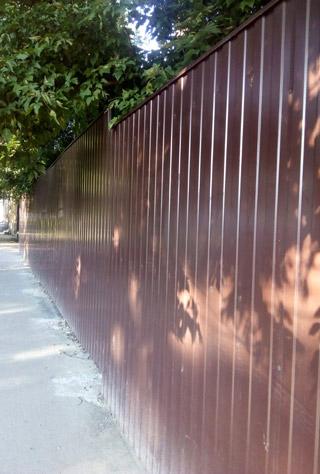 Забор из профнастила нашего производства в Феодосии